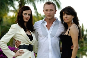 James Bond, con sus conquistas en Casino Royale